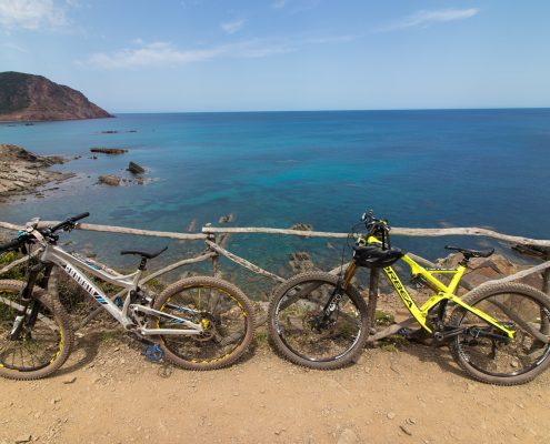 mountain biking Menorca bikes in idle